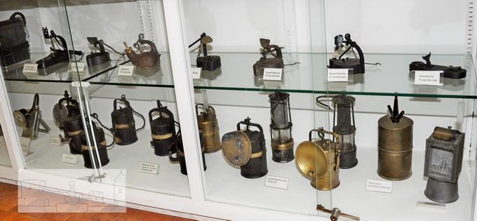 Ausstellung Bügeleisen und Lampen